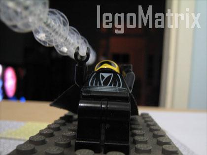 レゴでマトリックスを再現「Lego Matrix Trinity Help」