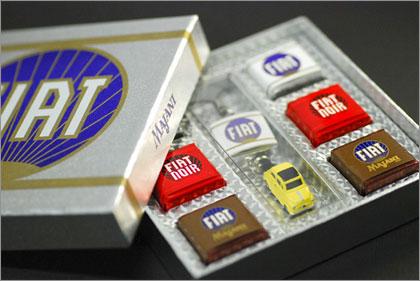 バレンタインに「FIAT500とFIATチョコ」のセット♪