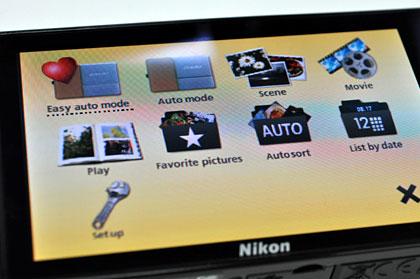感覚的に操作、人に近づくコンデジ「Nikon COOLPIX S70」