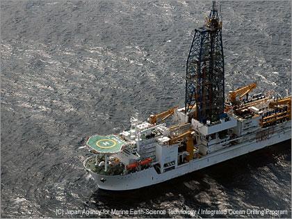 地球深部探査船『ちきゅう』、2,000m超えのライザー掘削開始!