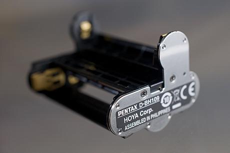 PENTAX K-r用「単三型電池ホルダー D-BH109」買いました!