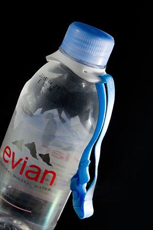 エビアン(evian)ニューボトル発売記念のボトルホルダーが可愛いぞ