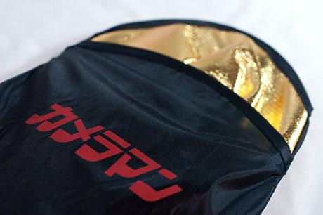 特製ミニレフ板再び!「カメラマン 2014年8月号」には特別付録『金&銀 小型レフ板』が付いてるっす